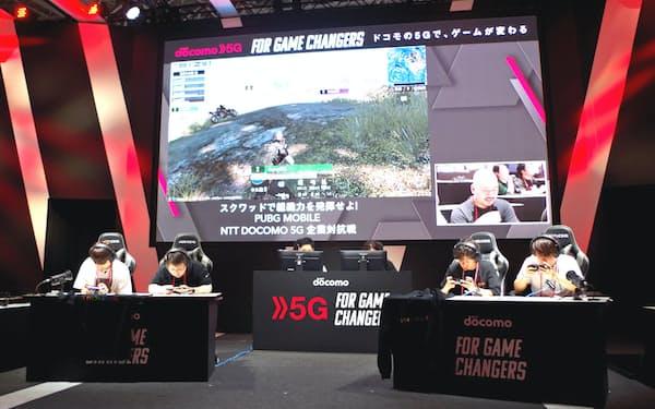 5Gでは通信量の多いゲームでも遅延が少なく遊べる(韓国のオンラインゲームで遊ぶ参加者、12日)