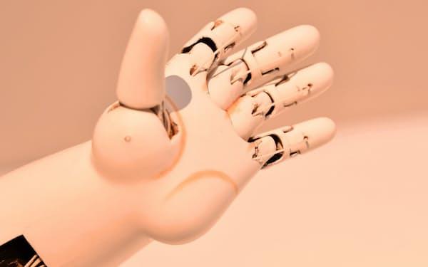 5指が独立して動く「つかみ手」は人形師の究極の技が生み出した傑作