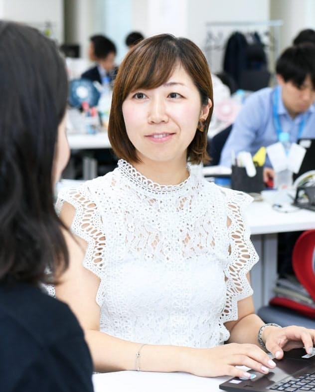 ネオキャリアの本社で働く平山さん(東京都新宿区)