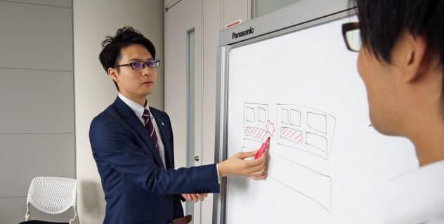 リファラル採用で入社した日立の向谷さんは「迷わずスムーズに転職できた」と話す(東京都千代田区)