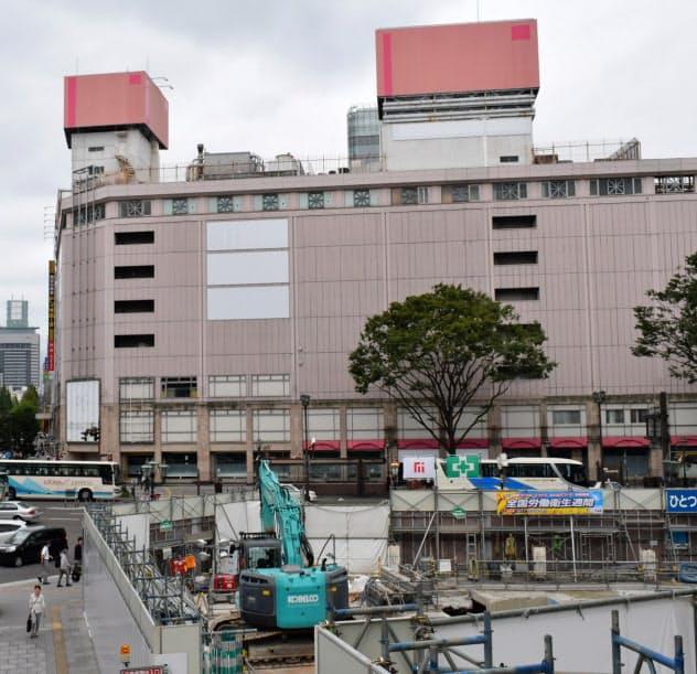 旧さくら野百貨店(奥)とGSビル跡(手前)の再開発案件に注目が集まる(6日、仙台市)