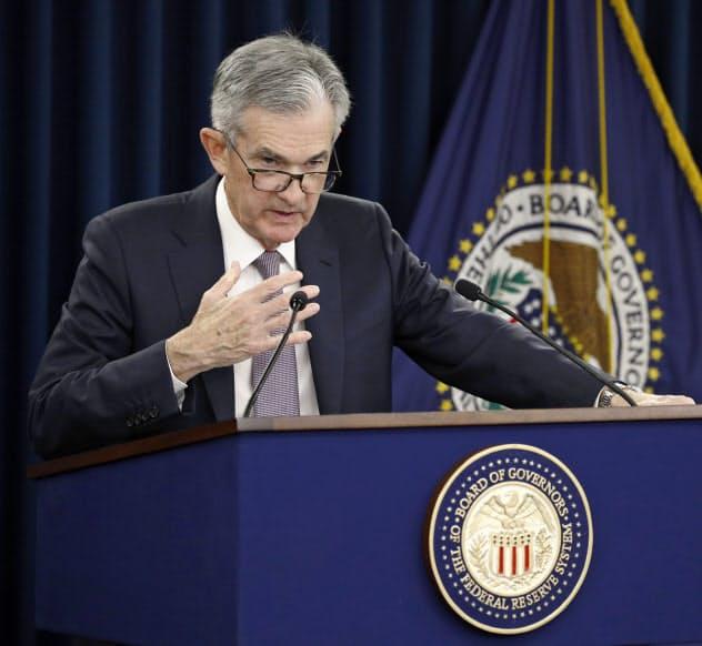 18日、FOMCを終え記者会見するパウエルFRB議長=AP