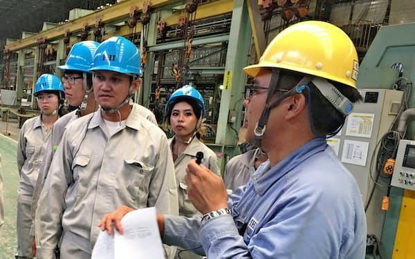 工場での研修を経て経営課題の解決に臨む(兵庫県相生市のIHI相生事業所)