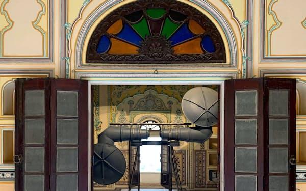 9人の王妃に用意した部屋で異なる作品を展示