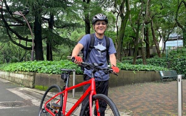 ヘルメットを常時着用する近藤さん(東京都千代田区)