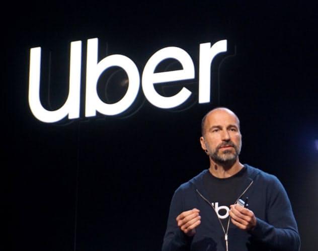 アプリ統合や新サービスについて発表するウーバーのコスロシャヒCEO(26日、米サンフランシスコ)