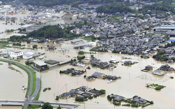 九州北部を襲った大雨で浸水した佐賀県武雄市の市街地(8月28日)