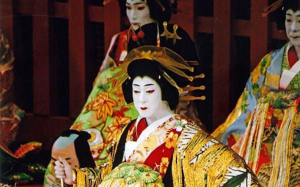 坂東玉三郎は風格と大きさ、心をわしづかみにする華麗さで揚巻を描き出す(2004年、歌舞伎座)(C)松竹