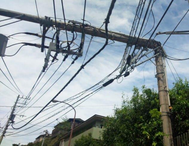 台風15号の影響で、電柱などの倒壊が相次いだ=東京電力ホールディングス提供
