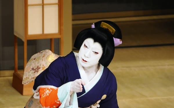 深い愛と情念の固まりのような玉手御前を演じる尾上菊之助(2015年、歌舞伎座)(C)松竹