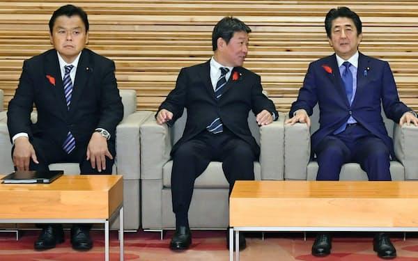 (左から)赤羽国交相、茂木外相は、安倍首相と同じ1993年衆院選で初当選した