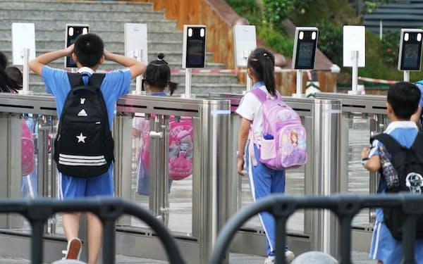 顔認証の利用が広がる(深圳の小学校)