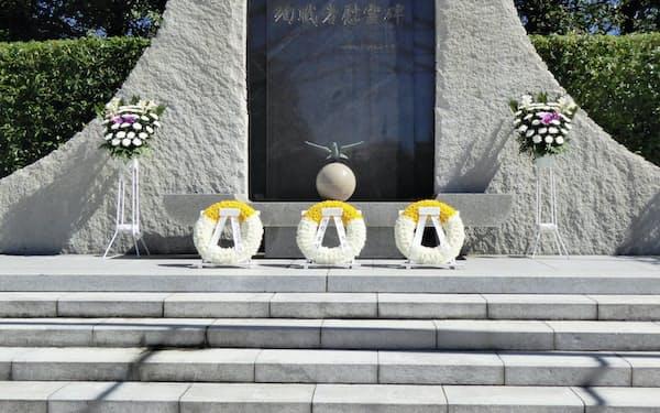 防衛省のメモリアルゾーンに立つ自衛隊の殉職者慰霊碑