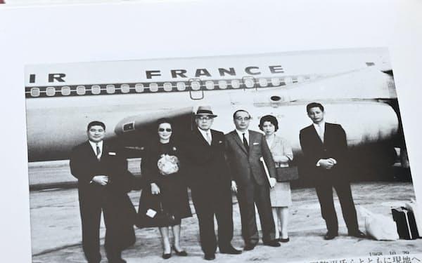 小林中アラビア石油社長(右から4人目)との中東出張時の写真。右端が筆者