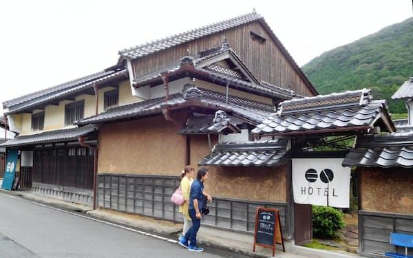 空き家を改修した「竹田城城下町ホテルEN」は若い観光客らでにぎわう(兵庫県朝来市)