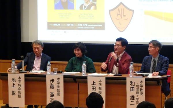 東工大で学びについて議論する池上特命教授(左)ら(10月、大岡山キャンパス)=同大提供