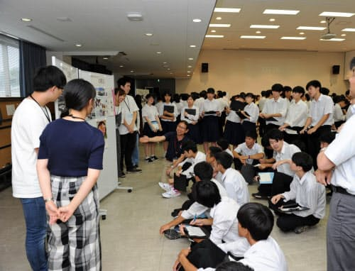 島根大と松江東高の高大連携授業は全学部横断の履修科目となっている(7月、島根大)