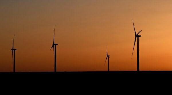 米国では再生可能エネルギーの普及が拡大する(米テキサス州)=ロイター