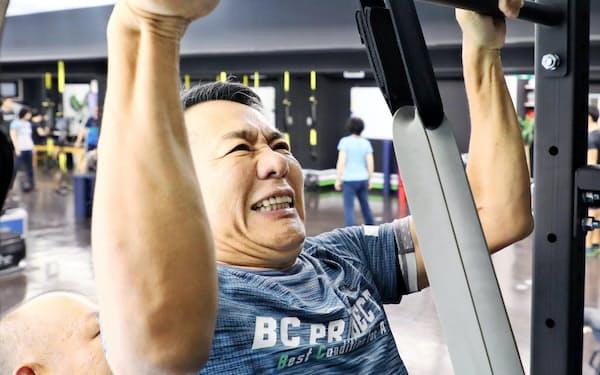 トレーニングする山田慎也さん(名古屋市千種区)