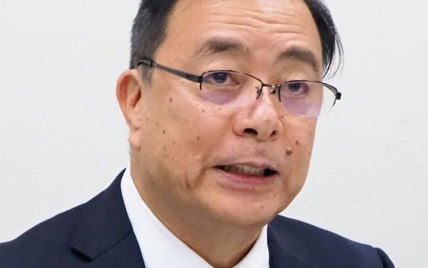記者会見する三井E&Sの岡社長(11日)