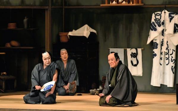 「髪結新三」の菊五郎(左)と左団次(右)