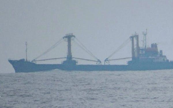 中国のものとみられる大型漁船(8月、大和堆周辺)=石川県漁協・小木支所提供