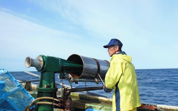 漁船にセンサーを搭載してもらい、魚の資源量や漁場環境を分析している