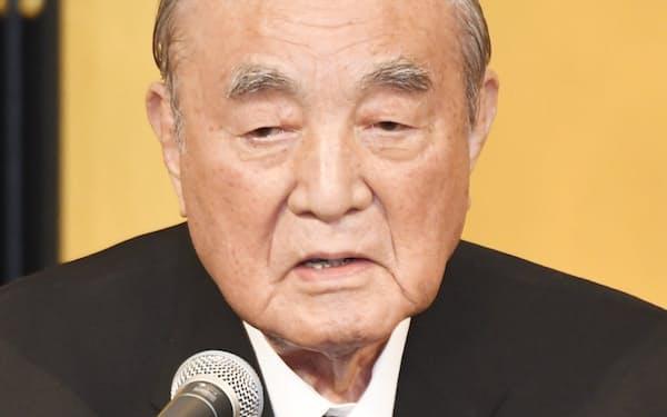 白寿を祝う会であいさつする中曽根元首相(2017年5月、東京都千代田区)