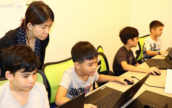 「デジタル時代に学校の算数では不足」と親は塾通いを勧める(シンガポール・ブキティマ地区)