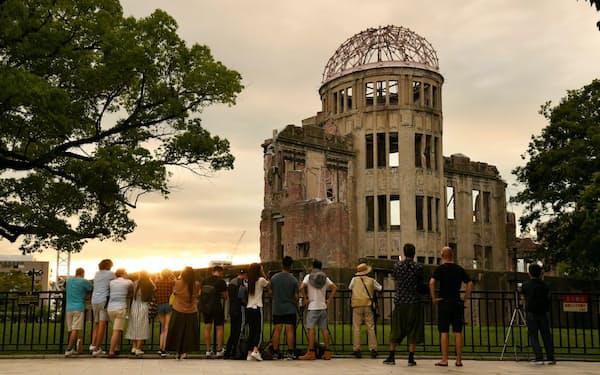 2019年8月5日、原爆ドームを訪れた人たち