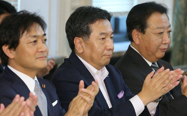 上野党合同会議に臨む(右から)野田前首相、立憲民主党の枝野代表、国民民主党の玉木代表(10月2日、国会内)