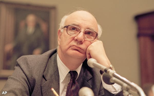 ボルカー氏は、FRB議長時代に短期金利を20%台まで引き上げ、インフレを強引にねじ伏せた(1987年5月)=AP