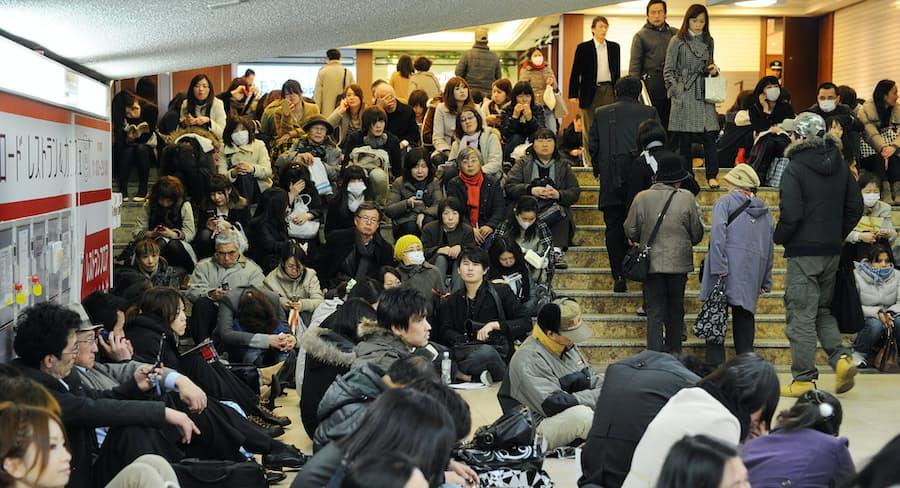 道半ばの災害避難(下)帰宅困難者、受け皿少なく: 日本経済新聞