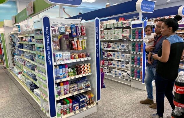 ベネズエラの首都カラカスの店舗では商品棚に日用品などが並ぶようになった