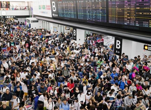 台風15号で多くの利用客が足止めされた(9月)