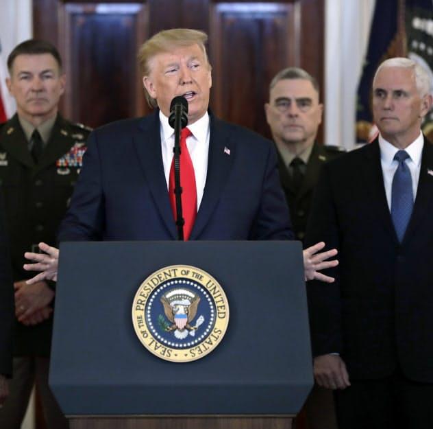 8日、ホワイトハウスで演説するトランプ大統領(ワシントン) =AP
