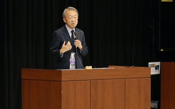 「若者たちが社会を動かす力に」と解説する池上氏(2019年12月、立教大学池袋キャンパス)