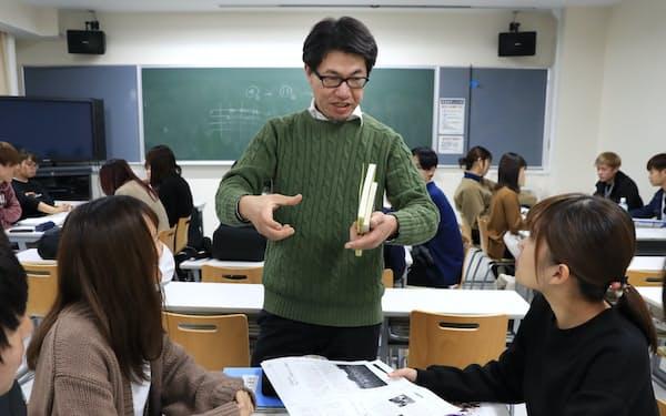 福島大学では特任准教授を務める