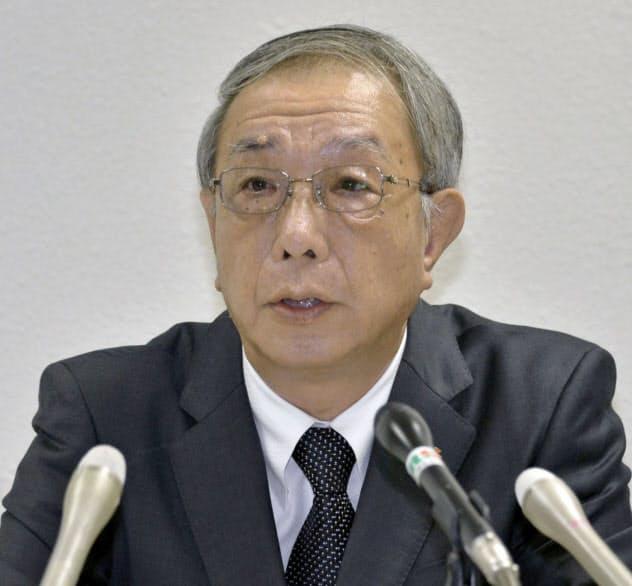 広島高裁の仮処分決定を受け記者会見する四国電力の西崎取締役(17日、高松市)