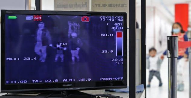 やまぬ新型肺炎感染、封じ込め急ぐ