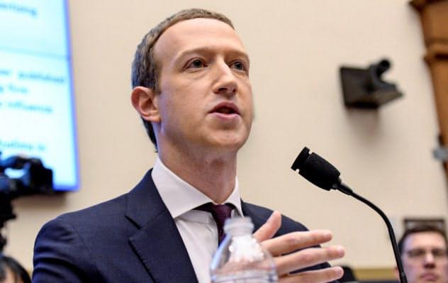 フェイスブックのザッカーバーグCEOは政治との距離感に苦心する(米議会の公聴会、19年10月)=ロイター