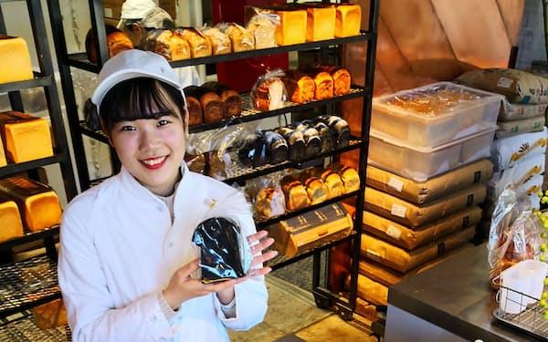 10種類の食パン、8種類のサンドイッチが客の心をつかんでいる(東京都港区のバイキングベーカリー エフ)