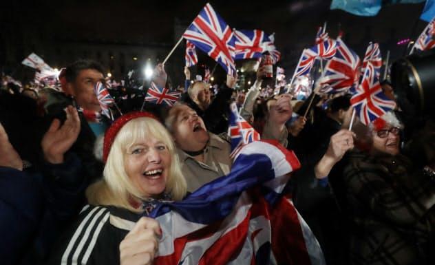31日、英国がEUを離脱し気勢を上げる人たち(ロンドン)=三村幸作撮影