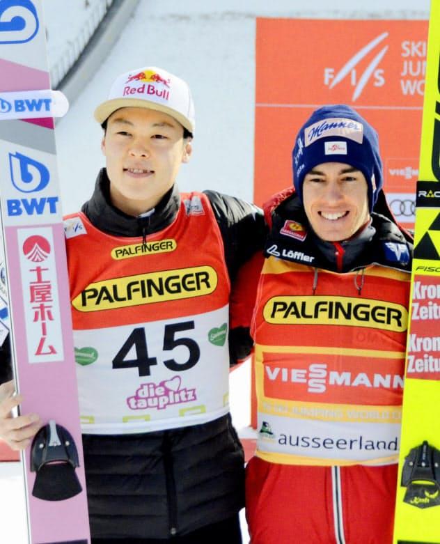 2位となった小林陵(左)と優勝したクラフト=共同