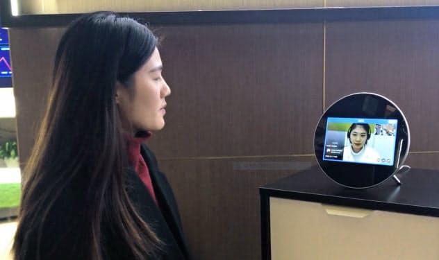 ウィードクターは在宅で医師の問診を受けられる仕組みを開発(杭州市、専用端末によるデモ風景)