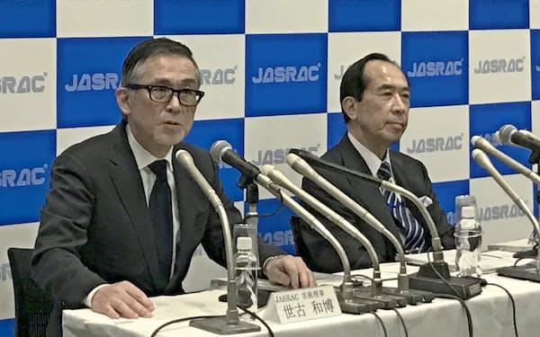 判決後に記者会見するJASRACの世古和博常務理事(左)と田中豊弁護士(2月28日、都内)