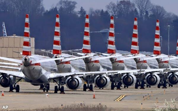 温暖化ガスの主要排出源である航空機の欠航が相次いでいる=AP
