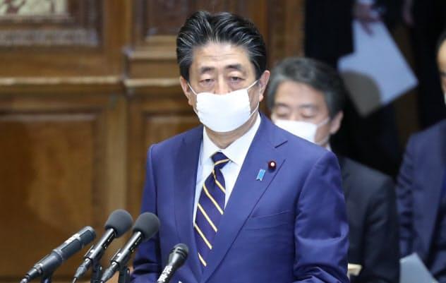 緊急事態宣言の発令に先立ち、衆院議運委で政府対応を報告する安倍首相(7日)