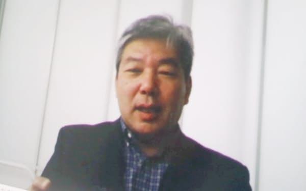 ネット経由のインタビューに答える鶴教授