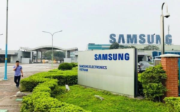 サムスンはベトナムの総輸出額の25%を占める(北部のバクニン省の工場)